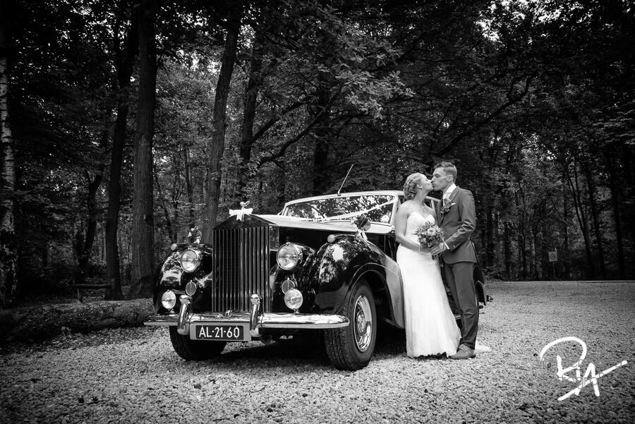 fotosessie trouwauto natuur fotograaf trouwfotograaf gezocht
