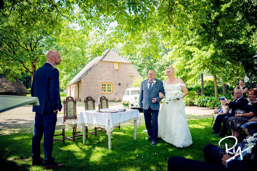 trouwceremonie buiten museum oude slot fotograaf