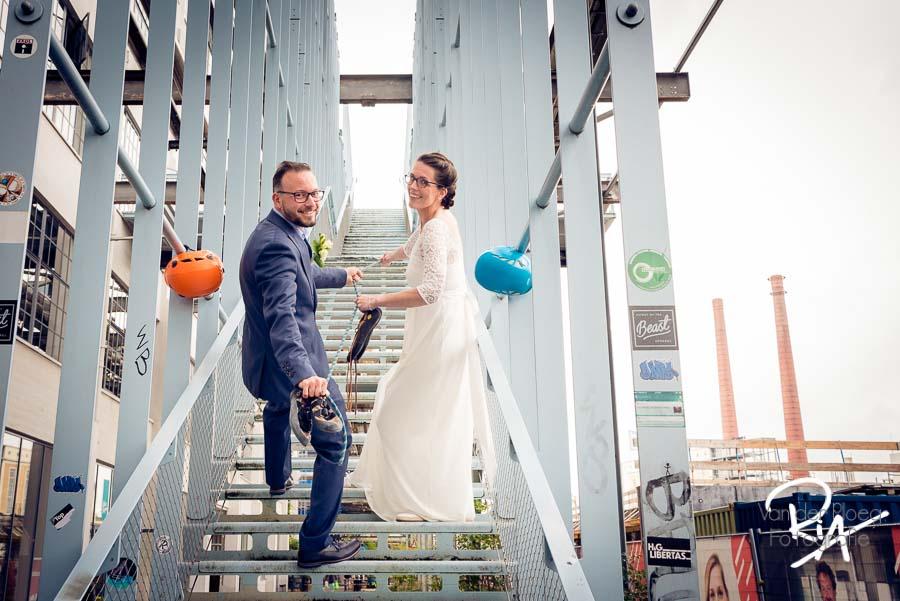 klimmen bruidspaar trouwfotograaf eindhoven strijp s